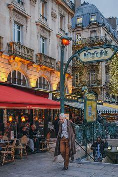 Métropolitain, Paris, France Paris Secret, Beautiful Paris, Photographs Of People, Paris Photography, Paris Photos, Morning Light, How To Stay Healthy, Storytelling, Times Square
