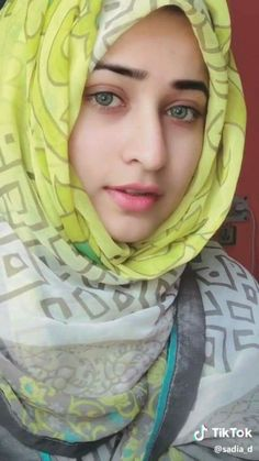 Pin Image by Hijab Instag Arab Girls Hijab, Muslim Girls, Beautiful Muslim Women, Beautiful Hijab, Stylish Girls Photos, Girl Photos, Cute Girl Poses, Cute Girls, Dehati Girl Photo