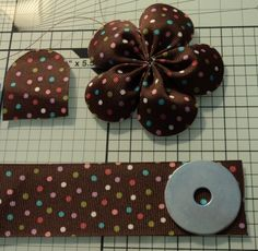 Grosgrain ribbon flower