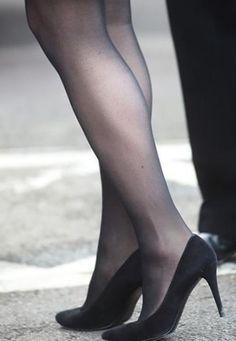 Pantyhose Outfits, Pantyhose Heels, Stockings Heels, Black Stockings, Kate Middleton Legs, Sexy Legs And Heels, Black Suede Pumps, Beautiful Legs, Tight Dresses