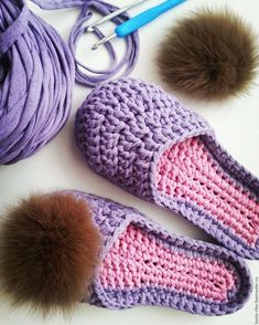 Breathable summer slippers from cotton yarn - DIY, ideas for creativity - DIY IdeasIn a moneybox of fans of knitting. Slippers from a knitted yarn. Today we are going to learn to crochet this easy and elegant slipper. Knitting Yarn, Baby Knitting, Knitting Patterns, Sewing Patterns, Crochet Patterns, Crochet Boots, Crochet Slippers, Knit Crochet, Crochet Converse