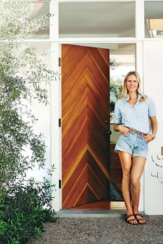 Jessica de Ruiter stands at her chevron-patterned front door, designed by husband Jed Lind. Door Design, Exterior Design, House Design, Chevron Door, Modern Front Door, California Cool, Mid Century House, Mid Century Modern Door, Silver Lake