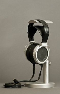 DIY Headphone Stand - Build a cool headphone hanger to get your over-the-ear headphones off your desk and keep them safe when you're not using them. Well we have some DIY Headphone Stand Ideas for you. Diy Headphone Stand, Headphone Storage, Headphone Splitter, Headphone Holder, Open Back Headphones, Cheap Headphones, Best Headphones, Audiophile Headphones, Wireless Headphones
