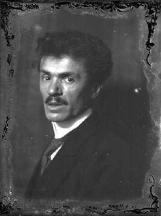 Adolfo Wildt, sculptor - portrait by Emilio Sommariva Italian Sculptors, Orient Express, Inspiring People, Famous Women, Studio, Monochrome, Sculpting, Milan, Horror