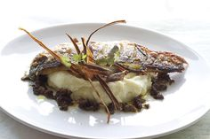 Michelin recipe: crispy fillet of sea bass with parsnip puree, shallots and mushroom sauce, parsnip crisps - a very rewarding Michel Roux Jr. recipe