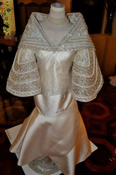 Philippines Outfit, Philippines Fashion, Modern Filipiniana Gown, Filipiniana Wedding, Filipino Fashion, Barbie Dress, Traditional Dresses, Cute Dresses, Evening Gowns