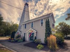 Here Are The 10 Most Beautiful, Charming Small Towns In Maine, Freeport Made the List!