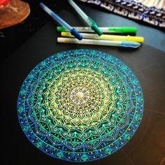 New Wee mandala in progress 🎨🎨 🎨🎨🎨 - kat_dunlop Mandala Doodle, Mandala Drawing, Mandala Tattoo, Mandala Artwork, Mandala Painting, Dot Painting, Art Drawings, Amazing Drawings, Amazing Art