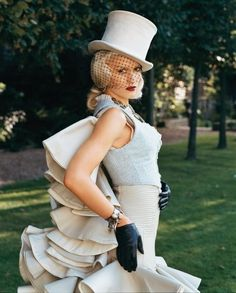 gwen stefani alice in wonderland Gwen Stefani Mode, Gwen Stefani No Doubt, Gwen Stefani Style, Steam Girl, Facon, Celebs, Celebrities, Steampunk Fashion, Steampunk Couture
