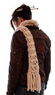 Free Pattern for this Misti Net Scarf. I love chunky scarves, sweaters, collars, etc. :)