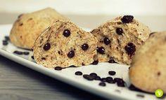 Dei panini morbidissimi e integrali, con tante gocce di cioccolato dentro, la merenda o la colazione perfetta. Ecco la ricetta dei pangoccioli.