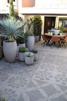 beautiful stone terrace the ideal basement for Terrasse Jardin Idees Garden Tiles, Patio Tiles, Outdoor Tiles Patio, Back Gardens, Outdoor Gardens, Outdoor Rooms, Outdoor Decor, Small Garden Design, Backyard Patio