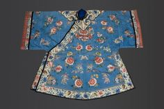 30.  A Fine Chinese Silk Embroidered Robe  (China )