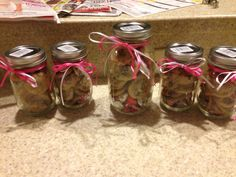 M&ms Cookies in Mason Jar with Hersey kisses. Hersey Kisses, Easy Gifts, Valentine Gifts, Mason Jars, Ms, Cookies, Crack Crackers, Biscuits, Cookie Recipes