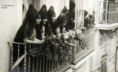 Mujeres de mantilla. Tradición española. Semana Santa 1914 Sevilla.