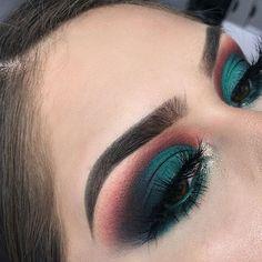 eyeshadow looks Get The Halo Eyeshadow Look With These Tips & Gorgeous Inspo Halo Eye Makeup, Makeup Eye Looks, Cute Makeup, Eyeshadow Looks, Glam Makeup, Gorgeous Makeup, Pretty Makeup, Makeup Inspo, Eyeshadow Makeup