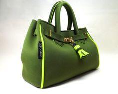 neoprene bag borsa verde militare e giallo fluo. model 'batija small' completa di pochette giallo fluo.