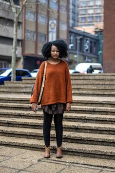 #Joburg #street #style #Johannesburg #Johannesburgo #mode #moda #fashion #look #outfit #orange #sweater #pull #black #leggings