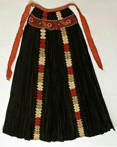 Hungarian apron from Kalotaszeg, Transylvania. Vintage Apron Pattern, Aprons Vintage, Vintage Costumes, Tribal Costume, Folk Costume, Historical Costume, Historical Clothing, Steampunk Fairy, Textiles