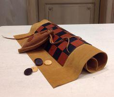 Dama in pelle. Lavorazione artigianale spagnola.  #leather #cuoio www.unporetro.com