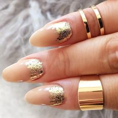 Nail foil is that special ingredient that makes your nail art look individual not to mention that it is incredibly easy to use. That is why today we are going to share with you some fresh and intricate foil nail art designs. We hope you enjoy! Glitter Nail Paint, Foil Nail Designs, Shellac Nail Polish, Golden Nails, Vacation Nails, Spring Nail Trends, Foil Nail Art, Latest Nail Art, Oval Nails