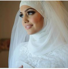 There appears to be a separate lace piece for the top of the hijab before the veil layer.