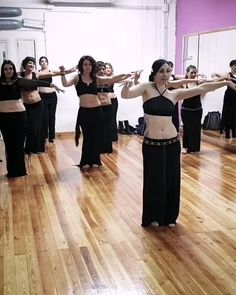 Danza Tribal, Tribal Belly Dance, Dance Choreography Videos, Dance Music Videos, Belly Dance Outfit, Belly Dance Costumes, Tribal Fusion, Dance Outfits, Dance Dresses