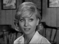 Susan Oliver guest starring in Episode Susan Oliver, Waves Goodbye, Isnt She Lovely, Old Hollywood Glamour, Old Movies, Classic Beauty, American Actress, Movie Stars, Science Fiction