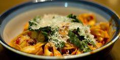 Spaghetti al Pomodoro (Spaghetti with Tomatoes) Spaghetti Al Pomodoro, Easy Tomato Sauce, Italian Recipes, Curry, Meals, Fresh, Dishes, Ethnic Recipes, Food
