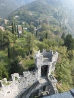 Another local must is Castel ofVezio in Perledo(Como) from where you have an outstandingview of the lake. Every day there is a hawker in the gardens of the castle who allows the visitors to assist the training sessions and the breeding of the falcons.