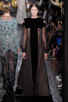 Valentino Alta Costura Otoño 2013  http://www.glamour.mx/moda/articulos/semana-de-la-alta-costura-otono-2013/1602