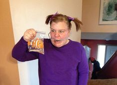 30 Greatest Pop Culture Halloween Costumes Of 2014 - brainjet.com - hilarious Darla from finding nemo.