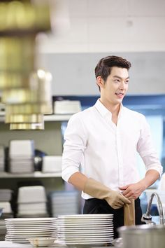 Kim Woo Bin Makes His First Entrance in Heirs Washing Dishes in a Fancy Kitchen Kim Woo Bin, Lee Hyun Woo, Lee Jong Suk, Asian Actors, Korean Actors, Korean Dramas, Korean Actresses, K Pop, Oppa Ya