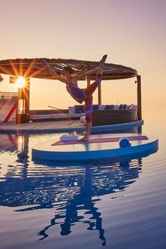 Feeling relaxed, renewed and balanced are just a few benefits of a yoga retreat. Slow down from the hustle and bustle and read top tips from @Tara Stiles about these fitness getaways.