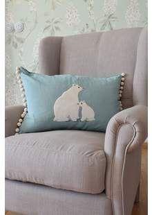Polštář s ledními medvědy Designers Guild, Showroom, Throw Pillows, Bed, Home, Toss Pillows, Cushions, Stream Bed, Ad Home