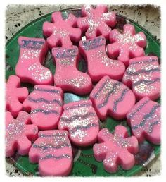 Pink sweater weather scented wax melts from Www.victoriasdesignercreations.com