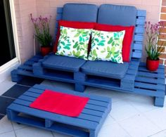 blaue palletenlige- palettenmöbel für die terrasse