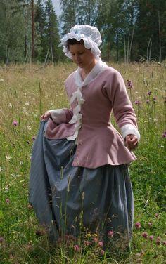 mauve jacket 18th century. One pattern piece (plus optional front gore).