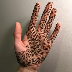 this is simple and pretty lined mehndi design 2019 Henna Art Designs, Mehndi Design Photos, Mehndi Designs For Fingers, Unique Mehndi Designs, Latest Mehndi Designs, Bridal Mehndi Designs, Henna Tattoo Hand, Henna Mehndi, Henna Patterns