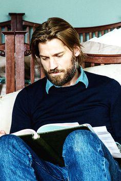 Nikolaj Coster Waldau reads. - Awesome People Reading
