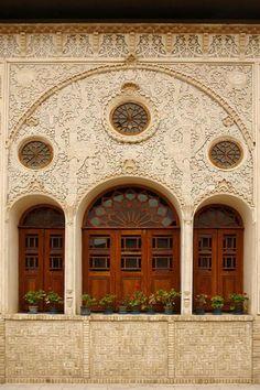 Tabatabaieha house in Kashan, Iran Persian Architecture, Beautiful Architecture, Art And Architecture, Islamic World, Islamic Art, Persian Restaurant, Portal, Visit Iran, Persian Garden