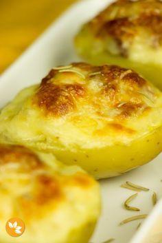 Como não ADORAR estas batatas recheadas com bacon SUPER fácil de fazer.