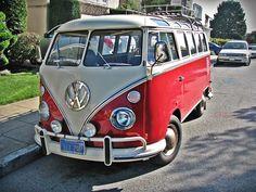 Two tone Transporteur Volkswagen, Volkswagen Transporter, Vw T1, Van Vw, Vw Classic, Combi Vw, Beautiful Bugs, Vw Camper, Street Rods