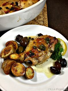 Olla-Podrida: Chicken with Olives & Capers Spinach Stuffed Chicken, Lemon Chicken, Lemon Potatoes, Pitted Olives, Sweet Paul, Chicken With Olives, Organic Chicken, Chicken Recipes, Cooking Recipes