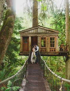 See how artist and Etsy seller Katie Daisy celebrated her wedding (Spoiler alert: Yes, that is a treehouse!) in this lovely feature by @gws.