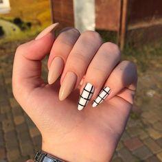 Semi-permanent varnish, false nails, patches: which manicure to choose? - My Nails Edgy Nails, Grunge Nails, Stylish Nails, Casual Nails, Pointy Nails, Fancy Nails, Acrylic Nails Coffin Short, Fall Acrylic Nails, Glitter Nails