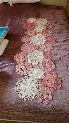 Ganxet... Doilies Crafts, Lace Doilies, Yarn Crafts, Sewing Crafts, Crochet Dollies, Crochet Baby, Knit Crochet, Crochet Circles, Crochet Blocks