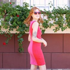 Look vestido vermelho e rosa. Tendencia 2017. My Style, Dresses, Fashion, Dress Red, Red Roses, Vestidos, Trends, Moda, Fasion