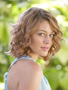 Curly Medium Hairstyles 16 Must Try Shoulder Length Hairstyles For Round Faces  Pinterest