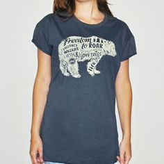 Camiseta feminina BEAR, modelagem boyfriend